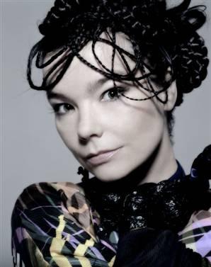 Björk 040828_Bjork_newsweek